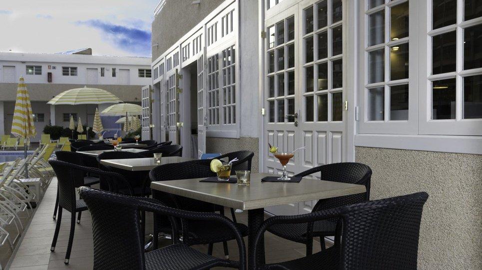 БАР У БАССЕЙНА Hotel Coral California